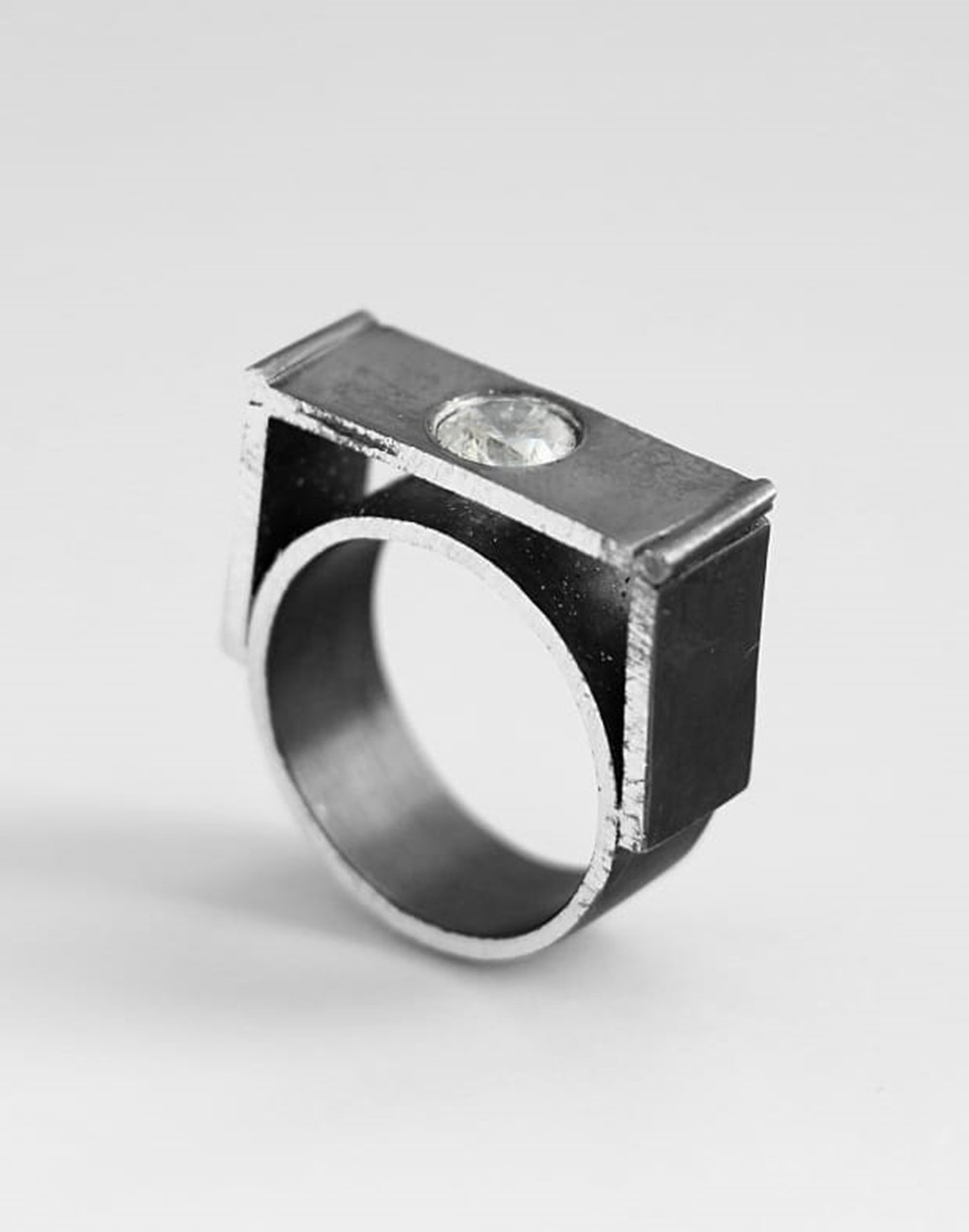 Ring with fianite