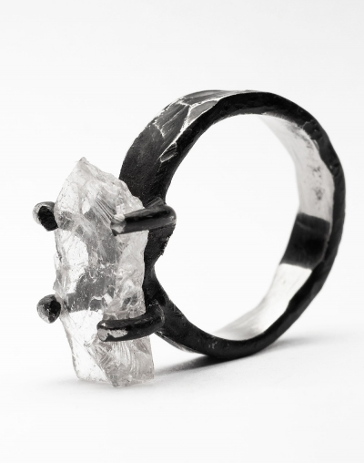 Ice ring with rock crystal
