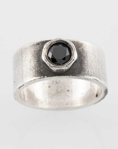 Ring with black fianite