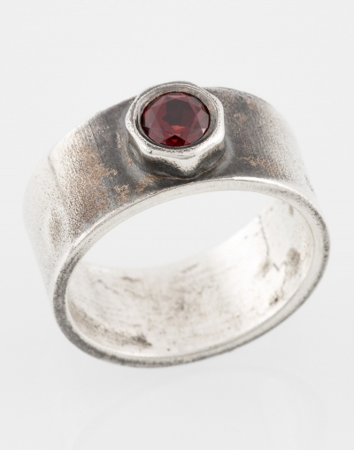 Ring with pomegranate (red)